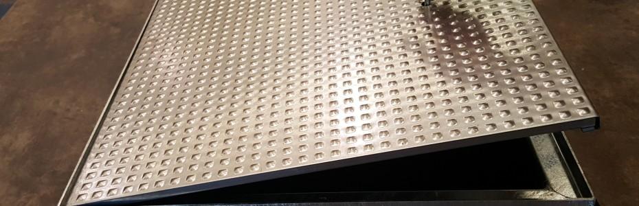 Tapas de Registro Antideslizantes, fabricadas en acero galvanizado estampado de espesor 1.5 mm, para zonas peatonales (A15)